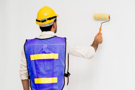 Image d'un peintre en train de peindre